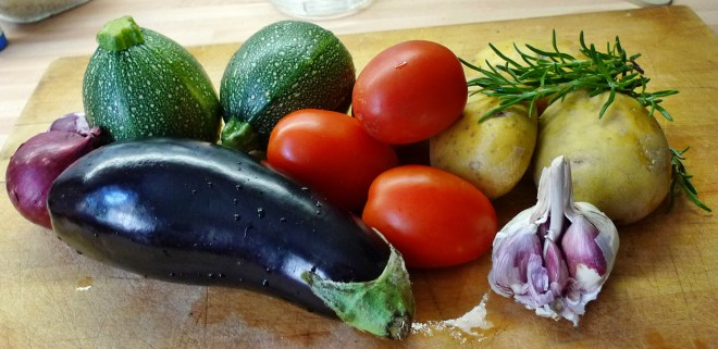 gefüllte Zucchini,Kartoffel,Rhabarberkompott - 30.4.15   (2)