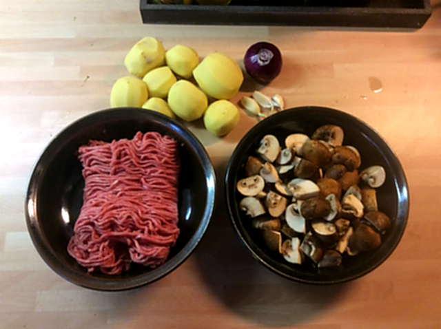 21.2.16 - Frikadellen,Kartoffelpü,Gurkensalat,Brokkoli,Dessert, (3)