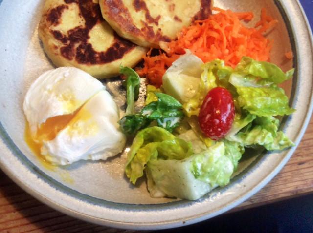 23.2.16 - Kartoffeltaler,Salate,pochiertes Ei,vegetarisch (13)