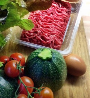 10.3.16 - gefüllte Zucchini,Tomatensoße,Reis,Salat (4)