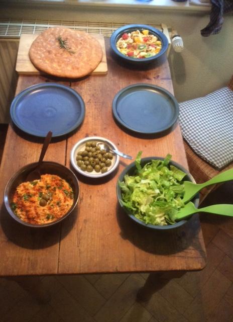 13.3.16 - Focaccia,Hummus,Salat,Obstsalat,vegan (16)