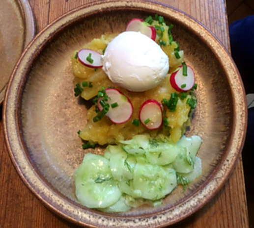 23.4.16 - Kartoffelsalat,pochiertes Ei,Gurkensalat (11)