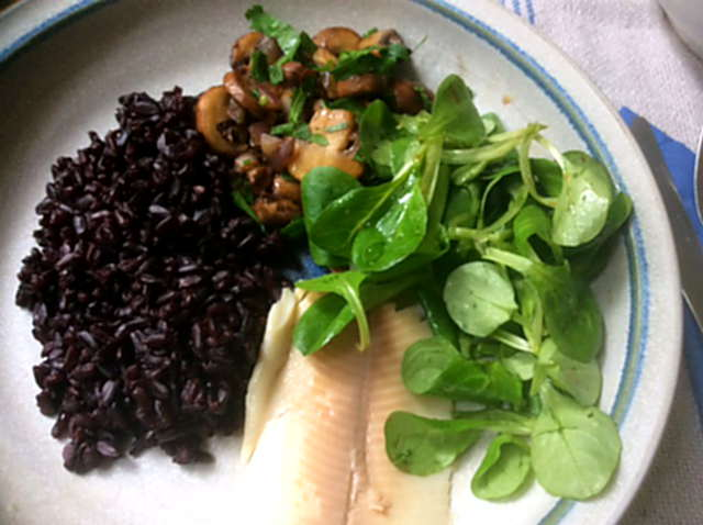 27.4.16 - Schwarzer Reis,Sauce,Feldsalat,Dessert (1)