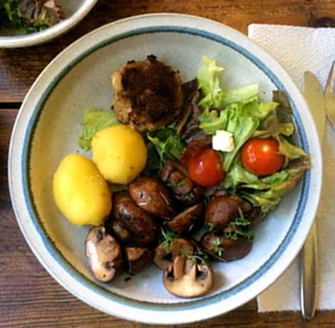 8.4.16 - Champignon,Frikadellen,Salat,Kartoffeln   (1)