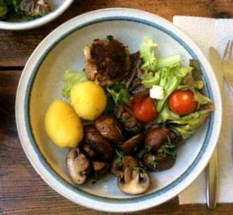 8.4.16 - Champignon,Frikadellen,Salat,Kartoffeln (13)