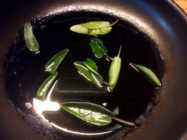 8.5.16 - Nudeln,Salbeiöl,Salat (3)