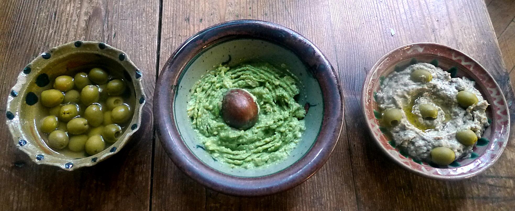 kartoffelgratingebratene-zucchinibaba-ganoushguacamoleolivengebackener-fetavegetarisch-8
