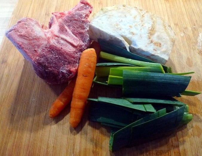gemusesuppe-mit-nudeln-und-wiener-3