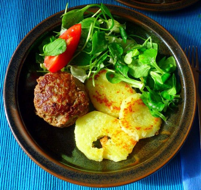 frikadellengebratene-klosscheibensalat-1