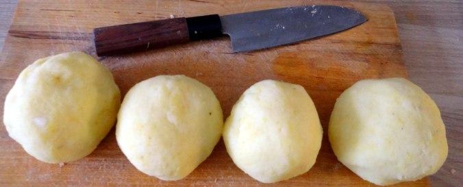 Zwiebelsoße,Klöße,Chicoreesalat (5)
