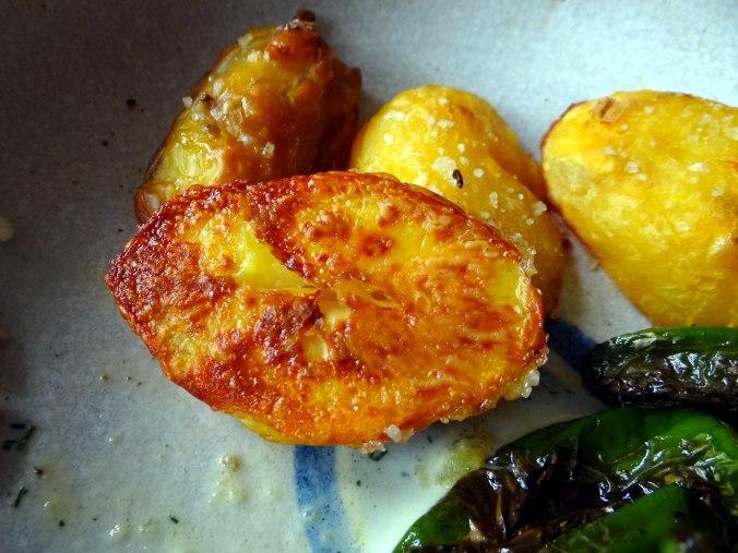 Gebackener Feta,Ofenkartoffel,Pimientos,Gurkensalat,Walleln (4)