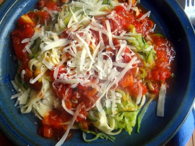 Nudeln,Zucchini Nudeln,Tomaten Soße (18)