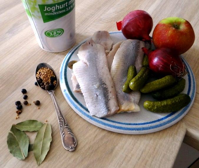 Marinierte Matjes,Gurkensalat,Pellkartoffeln,Crepe (5)