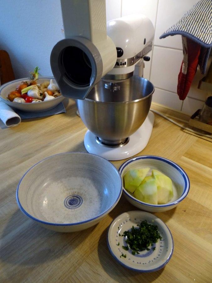 Rohgebratene Kartoffeln,Guacamole,Kohlrabisalat,Zitronenmuffins, , (13)