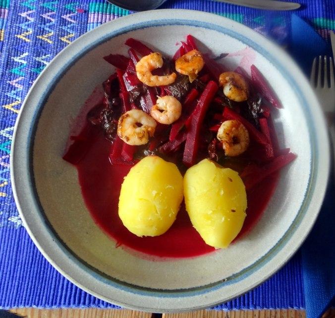 Rote Beete Gemüse,Garnelen,Pellkartoffeln (1)