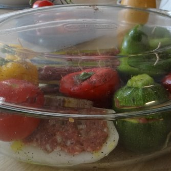 Gefüllte Paprika,Schmorgurke,Tomate,Zucchini,Reis,Bananeneis (16)