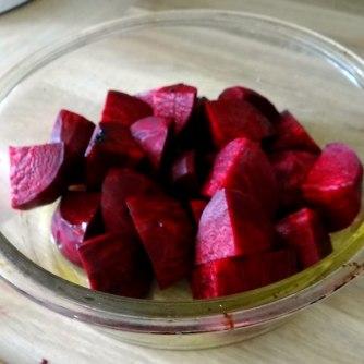 Rote Beete Gemüse,Möhrensalat,gebratener Feta,Pellkartoffeln,vegetarisch (7)