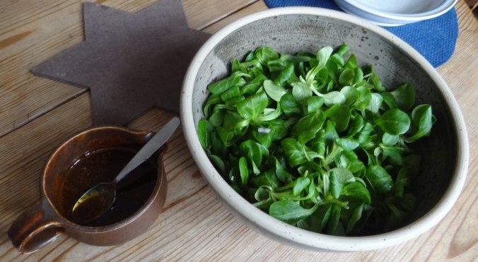 Rohgebratene Kartoffeln,Hackbällchen,Dip,Feldsalat (13)