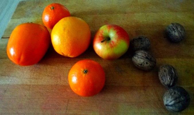 Rote Beete Gemüse,Geräucherte Forelle,Kartoffeln,Obstsalat (16a) (1)