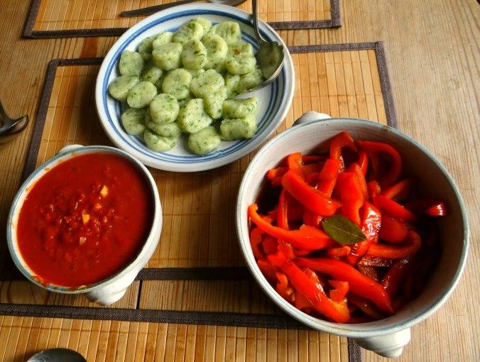 Paprika mit Gnocchi und Tomatensauce (1c)
