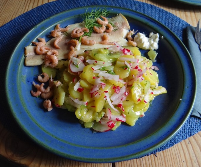 Kartoffelsalat mit Nordseekrabben ,Forellenfilet (13)