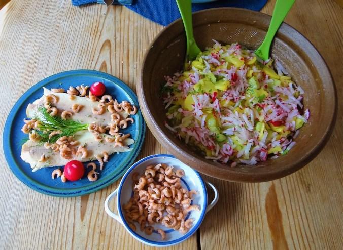 Kartoffelsalat mit Nordseekrabben ,Forellenfilet (3)