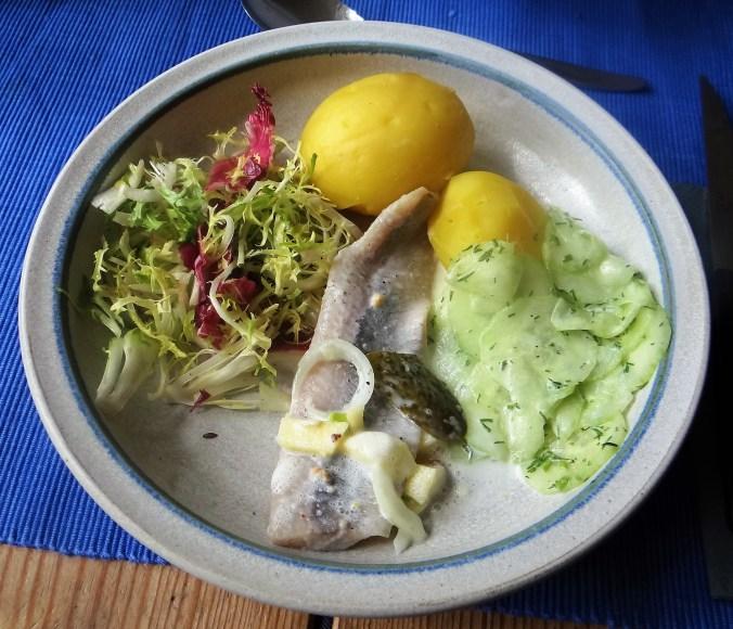 Marinierte Heringe,Salate,Pellkartoffeln (1)