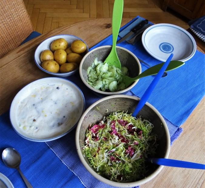 Marinierte Heringe,Salate,Pellkartoffeln (10)