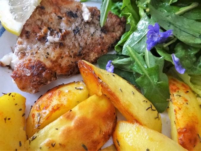 Rotbarsch,Kartoffelspalten,Salat (12)