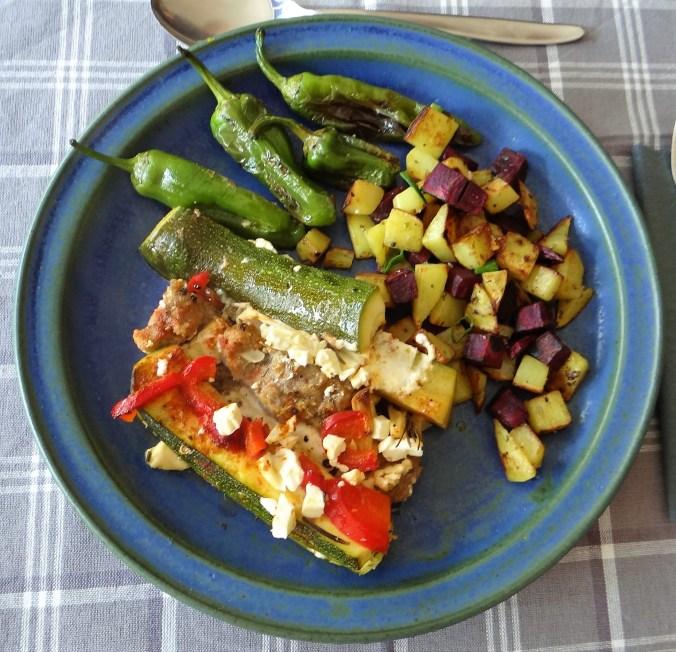Zucchini Pfanne,Rohgebratene Kartoffeln,Pimientos,Obstsalat (20)