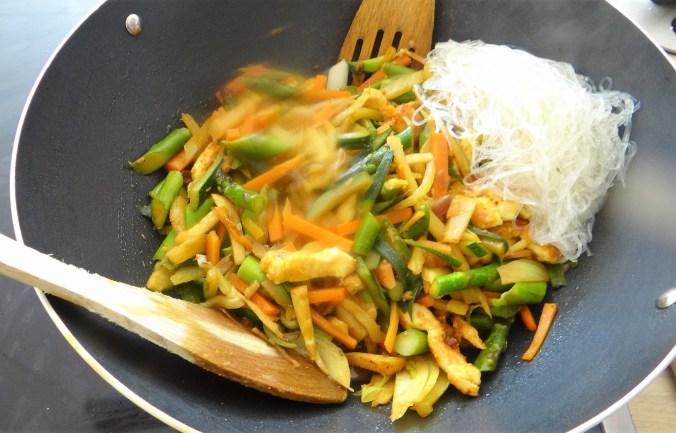 Wokgemüse,grüner Spargel,Glasudeln (12)