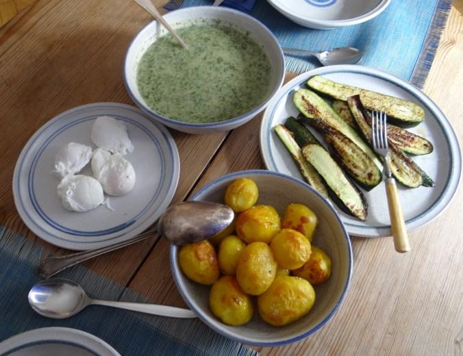 Röstkartoffeln,Dillsoße,pochierte Eier (4)