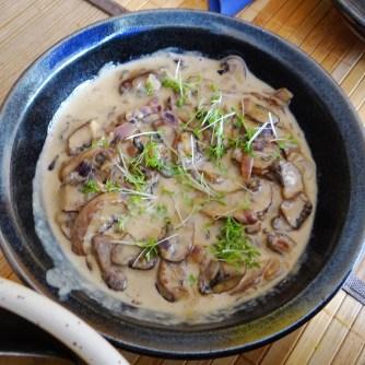 Kürbisgnocchi,Champignon,Salbeibutter,Salat,Birnenkompott (9)