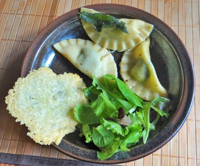 Ravioli mit Feta-Spinat Füllung und Salbei Butter (17)