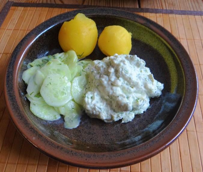 Quark,Kartoffeln,Gurkensalat,, (2)