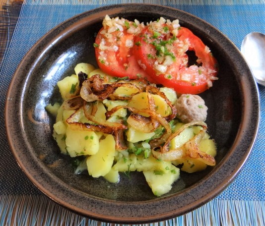 Boullionkartoffeln,Tomatensalat (1)