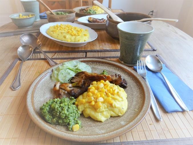 Polenta,Austernpilze,Rucolapesto,Gurkensalat,Dessert (2)