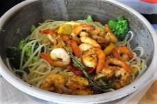 Limetten Spaghetti mit Garnelen und Brokkoli,bunter Salat (11)