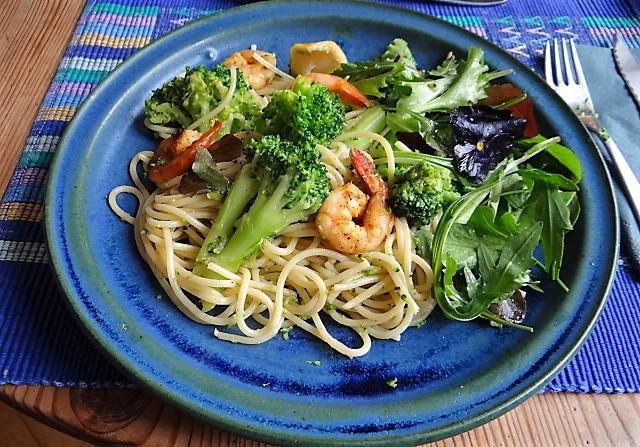 Limetten Spaghetti mit Garnelen und Brokkoli,bunter Salat (19).JPG