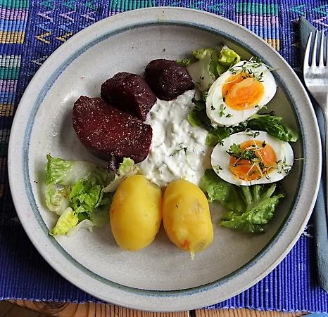Meerrettichquark,Rote Beete,Ei,Salat,Pellkartoffeln (2)