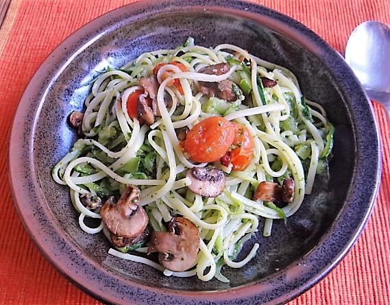 Zucchini Zoodles,Champignon,Tomaten (1)