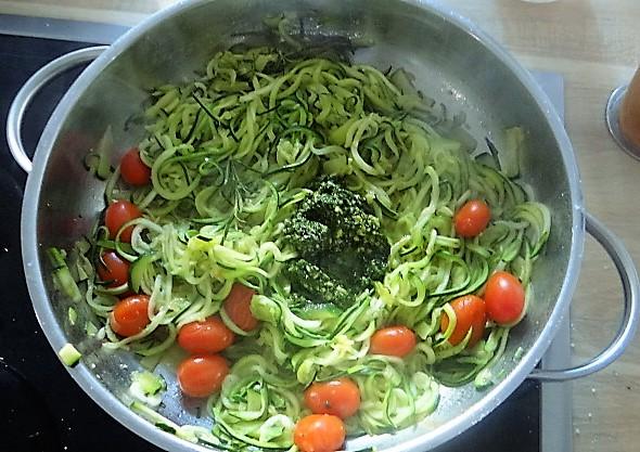 Zucchini Zoodles,Champignon,Tomaten (10).JPG