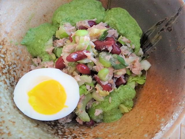 Bohnen Thunfisch Salat mit Rucola Pesto und Ei (18)