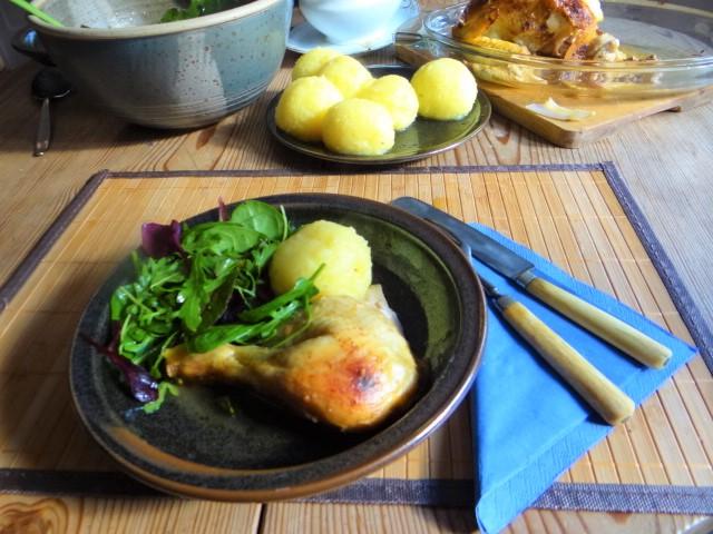 Mais Poularde,mediterraner Salat,Klöße halb und halb (16)