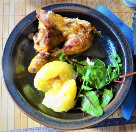 Mais Poularde,mediterraner Salat,Klöße halb und halb (17)