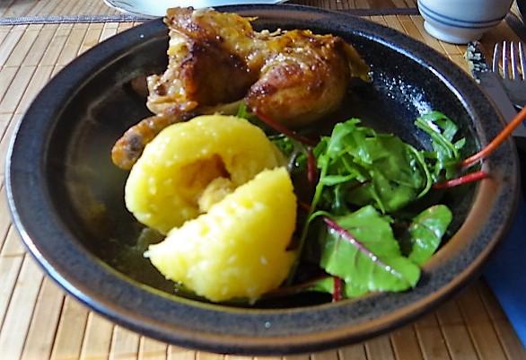 Mais Poularde,mediterraner Salat,Klöße halb und halb (2)