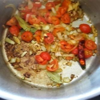 Muscheln in Tomatensauce und Paprikabrot (20)