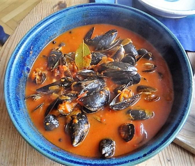 Muscheln in Tomatensauce und Paprikabrot (23)