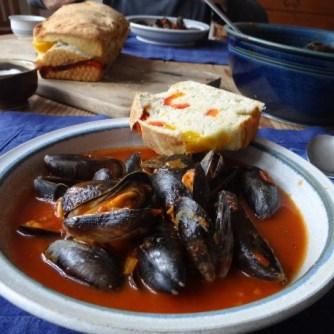 Muscheln in Tomatensauce und Paprikabrot (26)