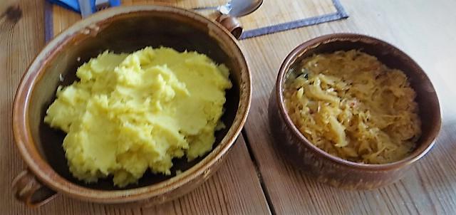 Schweinebauch Roulade mit Sauerkraut und Kartoffelstampf (16)